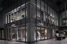 Valentino flagship store by David Chipperfield Architects, Tokyo – Japan Shop Interior Design, Retail Design, Interior Design Inspiration, Store Design, Retail Facade, Retail Windows, Valentino Store, David Chipperfield Architects, Retail Shop