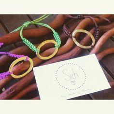 Pulseras bonitas para empezar el #jueves ;)  #handmade #madewithlove #felicidad #cositasbonitas #sich #moda #tendencias #fashion #complementos