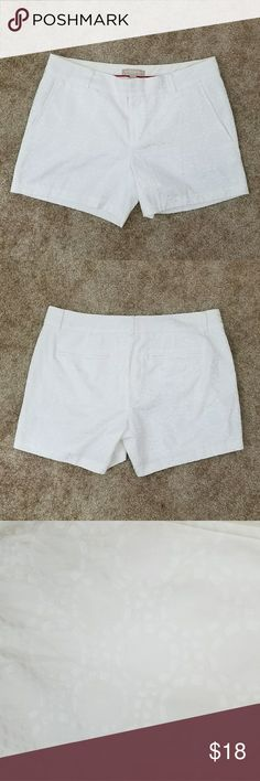 Banana Republic White Shorts! White shorts with dotted circle pattern. 2 front pockets. Inseam is 5 inches. Great condition! Banana Republic Shorts
