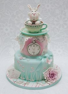 Love this pastel version of Alice in Wonderland cake.