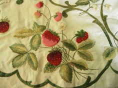 Vintage strawberry tablecloth Strawberry Patch, Strawberry Fields, Hand Embroidery Projects, Crewel Embroidery, Aprons Vintage, Vintage Table, Strawberry Kitchen, Sewing Equipment, Diy House Projects