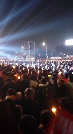 20th Candlelight Protesters Celebrate Ousting of Park at Gwanghwamun | 코리일보 | CoreeILBO