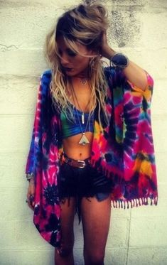 d22db40947b906 Tie Dye looks are perfect for festival outfits!  BohoWear Concert Outfit  Summer