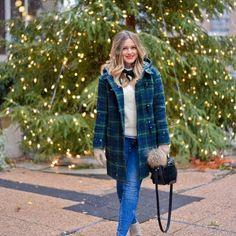 Aujourd'hui notre coup de coeur #lookdujour vient de @maria.east89 avec son look festif très inspirant!  Tu veux toi aussi te retrouver en vedette sur l'accueil du site? Utilise le tag @lookdujour_ca avec le #lookdujour  #lookdujour #ldj #ootd #christmas #merrychristmas #plaid #winter #style #pretty #outfitideas #cestbeau #inspiration #onaime #regram  @maria.east89