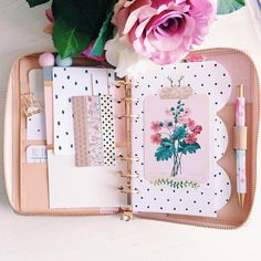 """A Little sneek Peak into my Rose Gold Kate Spade: I'm not entirely happy with the Setup so far but I really love this divider: I decided to go for the dotted interior of the KS-Inserts with some PL Cards of the """"Open Book Edition"""""""