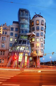 It was designed in the year 1992 by Vlado Milunic, a Croatian-Czech architect. The building got its name as the waving structures look like a couple of dancers.