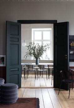 black doors and trim & black doors interior ; black doors interior before and after ; black doors and trim ; Grey Doors, Black Doors, Black French Doors, French Doors Patio, Dining Room Inspiration, Interior Inspiration, Design Inspiration, Appartement Design, Scandinavian Home