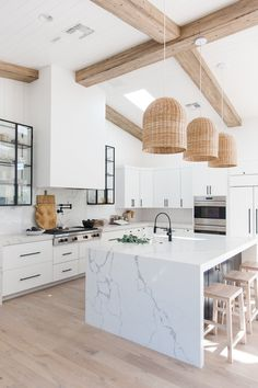 Kitchen decor and kitchen creativity for several of the dream kitchen needs. Modern kitchen ideas at its finest. White Kitchen Decor, Home Decor Kitchen, New Kitchen, Home Kitchens, Small Kitchens, Neutral Kitchen, Kitchen Ideas, White Marble Kitchen, Boho Kitchen
