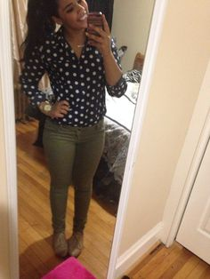 Cute fall outfit of the day: green olive pants jeans and a blue and white polka dot shirt. Fall Outfits For Work, Casual Fall Outfits, Fall Winter Outfits, Olive Jeans, Olive Green Pants, Womens Fashion For Work, Teen Fashion, White Polka Dot Dress, 1950s Fashion