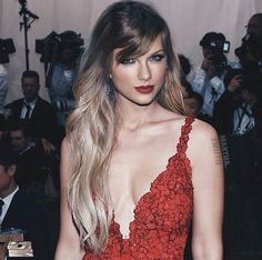 """( ☞ 2017 ★ CELEBRITY MUSIC WOMAN ★ TAYLOR SWIFT """" Country ♫ pop ♫ """" ) ★ ♪♫♪♪ Taylor Alison Swift - Wednesday, December 13, 1989 - 5' 10'' 120 lbs 35-24-35 - Reading, Pennsylvania, USA."""