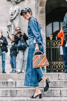 Here's how to wear flared jeans in 2018. Take some notes from some of our favorite fashion girls.