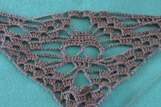 kungen & majkis: Virkad döskallesjal. Med mönster // Crochet skull shawl. With pattern.