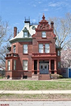 1895 Romanesque (3009 Hawthorne Blvd, St Louis, MO 63104) - nice bedrooms, kitchen, staircase