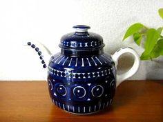 Vintage Cups, Vintage Ceramic, Tea Pot Set, Chocolate Pots, Ceramic Decor, Marimekko, Sweet Memories, Vintage Glassware, White Porcelain