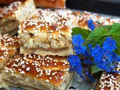 Kanelbullar i långpanna med krämig kanelfyllning No Bake Desserts, Delicious Desserts, Dessert Recipes, Scones, Cheesecakes, Bagan, Good Food, Yummy Food, Cupcakes