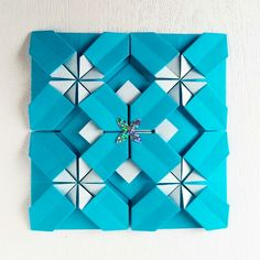 Origami quilt Folded by Majomajo Froebel base Origami Xmas, Origami Quilt, Fabric Origami, Origami Paper, New Crafts, Diy And Crafts, Canadian Smocking, 3d Paper Art, Origami Fashion