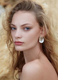 Fashion Idol, Love Fashion, Diamond Earrings, Pearl Earrings, Supportive Friends, African Models, Kate Moss, Model Agency, Dark Hair