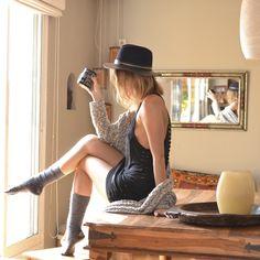 15colgadasdeunapercha_joy_division_chicplace_negro_black_calcetines_socks_sombrero_hat_oversize_cardigan_gina_carreras_2 Joy Division, Mini, Dresses, Fashion, Socks, Racing, Slip On, Black, Hipster Stuff