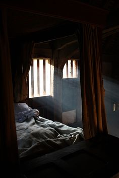 Medieval Bedroom || Bayleaf
