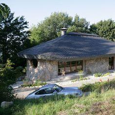 Mehrzweckgebäude Flinthouse in Wilder Deckung von Rathscheck Schiefer