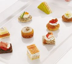 Pack of Royal Petite Silver Look Long Rectangular Starter Plates Sushi Salad Bruschetta, Raclette Originale, Sushi Salad, Easy Pastry Recipes, Cream Crackers, Vegetable Pot Pies, Fingerfood Party, Greek Yogurt Recipes, Catering Menu