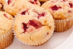 Strawberry muffins made with fresh strawberries - one of my favorite strawberry recipes. Baking muffins is easy with this muffin recipe. Strawberry Muffin Recipes, Strawberry Muffins, Just Desserts, Dessert Recipes, Yummy Treats, Yummy Food, Scones, Sweet Bread, Coffee Cake