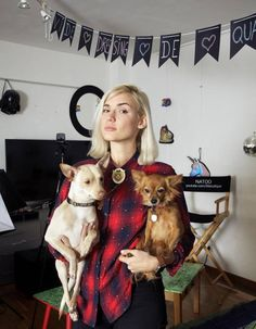 Les 5 youtubeuses féministes incontournables Expositions, Culture, Dogs, Animals, Hobbies, Family Portraits, Animales, Animaux, Pet Dogs