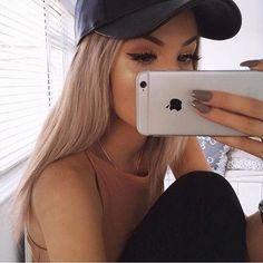 ↞  lizannecabrera ↠                                                                                                                                                                                 Más