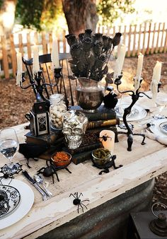 8 Hauntingly Beautiful Halloween Tablescapes