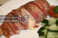 Baconsurret ostefylt kylling « Ingrids Blogg Bacon, Pork, Red Peppers, Kale Stir Fry, Pork Chops, Pork Belly