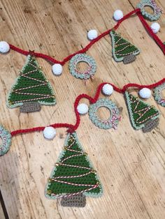 Crochet Patterns Christmas Crochet with Kate: Christmas Garland . Crochet Christmas Wreath, Christmas Bunting, Christmas Crochet Patterns, Holiday Crochet, Christmas Knitting, Crochet Gifts, Christmas Crafts, Crochet Bunting Pattern, Crochet Garland