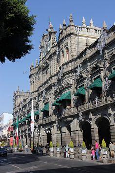 Puebla, Mexico.  es donde usted quiere ir a ver los edificios y tradiciones culturales