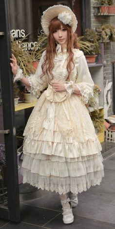 She looks like a porcelain doll Mode Harajuku, Harajuku Fashion, Kawaii Fashion, Cute Fashion, Girl Fashion, Fashion Design, Fashion Goth, Gyaru, Mode Alternative