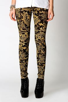 Oh my gosh! Such gorgeous leggings (I think they're leggings) Gold and black and fancy <3