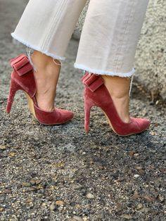 Terciopelo rosa Velvet Shoes, Fascinator, Heels, Inspiration, Fashion, Templates, Pink, Cushions, Grooms