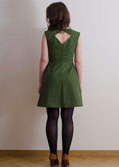 Une robe dos-nu pour les fêtes - patron Belladone du 34 au 46