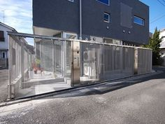 using the translucent privacy offered by stainless steel mesh, the design defines small pockets of outdoor space between the house and the street to allow for an effortless extension of the interior. Japan Apartment, Small Outdoor Spaces, Cool Apartments, Apartment Interior Design, Facade, Studio, Architecture, Building, Outdoor Decor