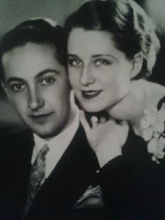 This uncredited 1927 portrait of Irving Thalberg and Norma Shearer was made… Golden Age Of Hollywood, Classic Hollywood, Old Hollywood, Hollywood Icons, Irving Thalberg, Norma Shearer, Canadian Actresses, Famous Couples, Roaring Twenties