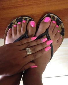 If your hands and feet don't match you need to step your game up  #game #nailgame #alwaysmatching #itstheproperthingtodo #basic #pink #hotpink #summer #acrilycnails #pedicure #manicure #gel #gelpolish #gelnails #shellack #summer #throwback #nelfie #thongs #flipflops #vibes #naildesign #nailart #nailjunkie by nadiasnailworld