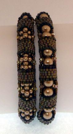 TUTORIAL Arianne Bangles | Mikki Ferrugiaro Designs Bracelet Patterns, Beading Patterns, Beading Tutorials, Beaded Rings, Beaded Jewelry, Bridal Bracelet, Beaded Purses, Seed Bead Bracelets, Tear