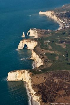 ✈️ Photo aérienne de : Etretat - Seine-Maritime Just a beautiful place! Etretat Normandie, Etretat France, Places To Travel, Places To See, Places Around The World, Around The Worlds, Falaise Etretat, Ville France, Normandy France