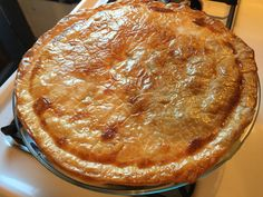 New Mexico Hatch Green Chile Chicken Pot Pie. This was really yummy and it made me happy. I love both chicken pot pie and green chile, so it was basically my happy place. Hatch Green Chili Recipe, Green Chili Recipes, Green Chili Chicken, Hatch Chili, Thai Chicken, Chicken Salad, Mexican Cooking, Mexican Food Recipes, Mexican Pot Pie Recipe