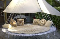 round hanging tent bed for outdoor bedroom space Surely you can make a simplified version of this from a trampoline.putting it on the 'to do' list! Outdoor Hanging Bed, Hanging Tent, Outdoor Beds, Outdoor Bedroom, Canopy Outdoor, Indoor Canopy, Recycled Trampoline, Trampoline Swing, Backyard Trampoline