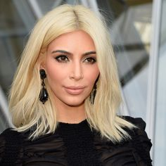 Kim Kardashian Medium Bob Haircut WORTH fashion and make-up, haircuts are always changing the trend Kim Kardashian Cabelo, Look Kim Kardashian, Kardashian Photos, Kardashian Jenner, Kardashian Beauty, Curly Hair Model, Curly Hair Styles, Shoulder Length Layered Hair, Platinum Blonde