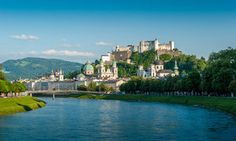 Is Salzburg on your travel bucket list? Salzburg is one of the most popular cities that you can find in Austria and the continent of Europe Innsbruck, East Midlands Airport, Day Trips From Vienna, Site Classé, Chateau Medieval, Visit New York City, Hotels, Most Romantic Places, Beautiful Places