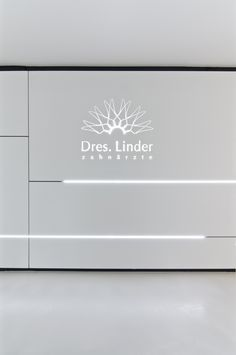 DRES. LINDER | 12:43 Architekten Clinic Interior Design, Lobby Interior, Clinic Design, Design Offices, Modern Offices, Dental Office Decor, Medical Office Design, Healthcare Design, Ceiling Design