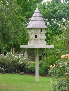 this was a lovely garden I was passing, with a peacock in residence, rope swags of training apricot coloured roses and this beautiful birdhouse, utterly charming.