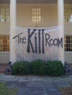 The Kill Room was the theme for Halloween at another pinners house in Yep, big DEXTER fan. Halloween Sweet 16, Dexter Halloween, Halloween Office, Halloween Scene, Halloween 2019, Fall Halloween, Halloween Theme Birthday, Halloween Party Themes, Halloween Decorations