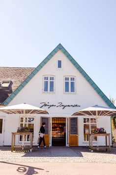 7 tips for a perfect weekend on Sylt Informations About – 7 Tipps für ein perfektes Wochende auf Sylt Home Beach, Travel Around The World, Around The Worlds, North Sea, Travel Bugs, Germany Travel, Coastal Living, The Hamptons, Interior Architecture