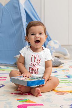 Περιμένουμε με ανυπομονησία την πρώτη μας λαμπάδα ! Funny Baby Clothes, Funny Babies, Cute Babies, Cute Little Baby, Little Babies, Coming Home Outfit, Newborn Baby Gifts, Baby Bodysuit